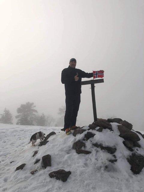 PÅ TOPPEN IGJEN: For 52. gang på 52 dager er Kim Olsen på toppen av Vealøs.