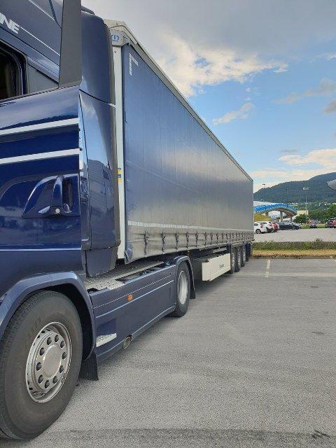 FORBUD: Vogntoget ble stående på Notodden i påvente av en sjåfør med riktig utdanning som kunne kjøre det videre.