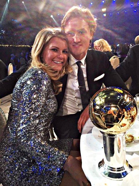 Ada Hegerberg stakk av med den gjeve gullballen for 2015, og kunne feire sammen med kjæresten Thomas Rogne som spiller fotball i IFK Gøteborg.