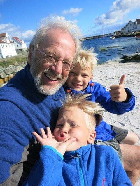 Vegard Vandvik fra Kristiansund har skrevet «Bestefarboka». Tirsdag er han i Sunndal og onsdag i Kristiansund.