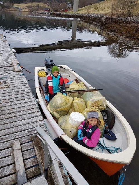 Barnehagebarn var også med for å gjøre en innsats for miljøet i Halsa.