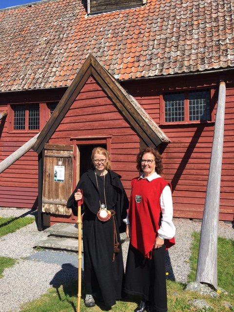 Berit Johanne Vorpbukt og Ann-Kristin Sørvik håper mange blir med på turen fra Øverbådalen til Kvernes.