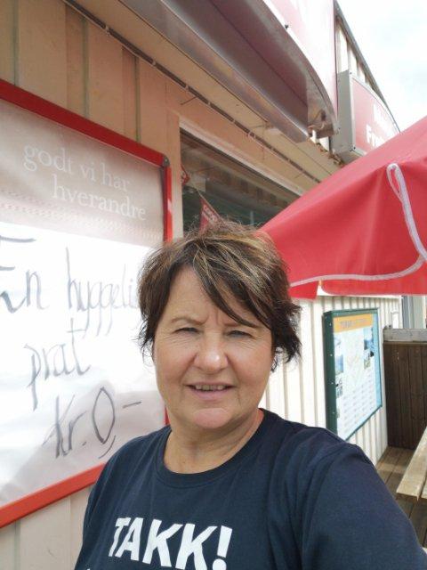 LOKALT: May Iren Dønheim Hovde ved Coop Marked i Bøfjorden er med på lørdagens Handle lokalt-kampanjen, som har som mål at nye og gamle kunder skal se hvor viktig nærbutikken er.