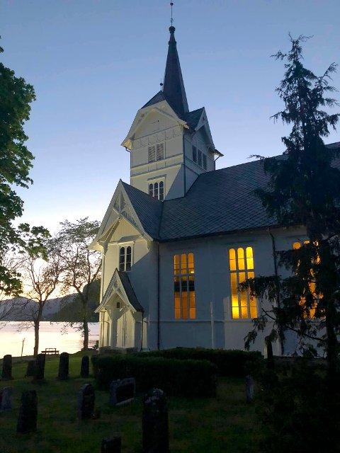 Stangvik kirke fotografert i forbindelse med nattkonserten torsdag.