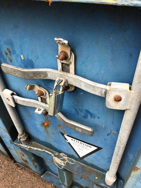 BRUTT OPP: – Containeren var forsvarlig låst. Hengelås går ikke an å klippe. De har brutt opp armer på låsemekanismen på døra, sier Mette Magnussen i Trygg Trafikk.
