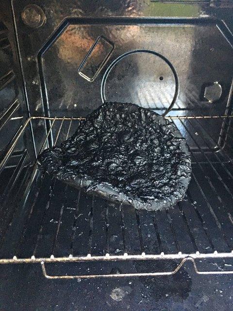 PIZZA: Her ble en pizza glemt igjen i ovnen.