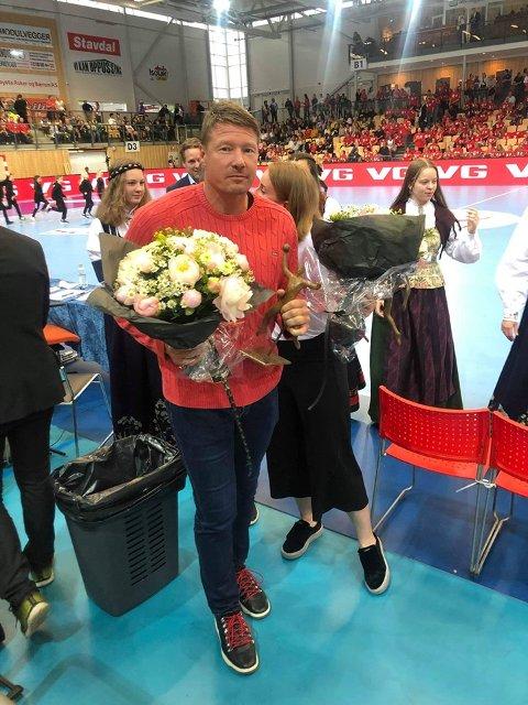 HEDRET: Johnny Jensen ble tildelt Håndballstatuetten under landskampen mellom Norge og Sverige onsdag kveld.