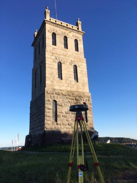 MÅLING: Dette utstyret er satt opp ved Slottsfjellstårnet.