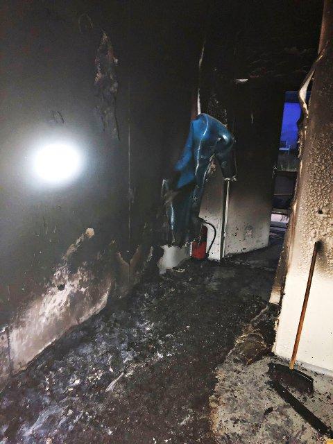 BRANN: Slik så det ut etter brannen i boligen i Østveien.