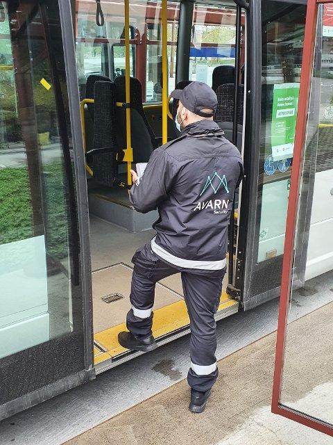 KONTROLL: VKT øker kontrollen på bussene.