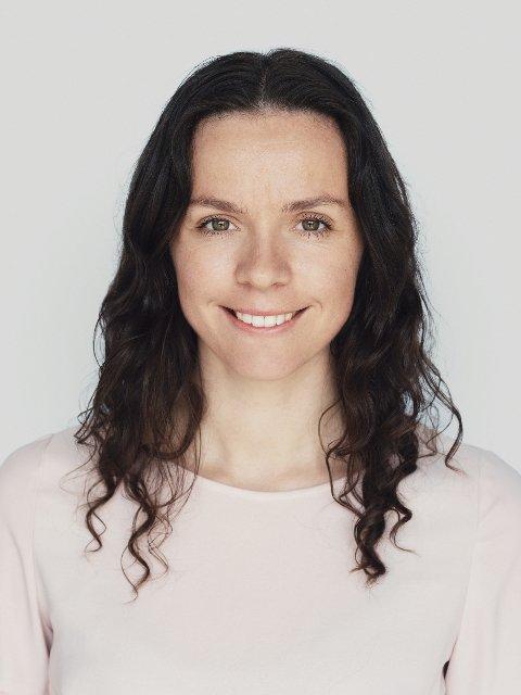 FORTELLER: Ellen Loxley ble permittert og mistet mye av sitt sosial liv da koronapandemien stengt ned Norge. Hennes historie skildres i boka Koronavåren.