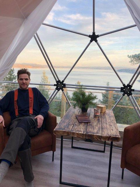 MYE JOBB: – Godt at vi nå er igang, men det har vært mye jobb, medgir Tor Martin Norvik, som sammen med broren sin står bak Ytterøy forest dome.