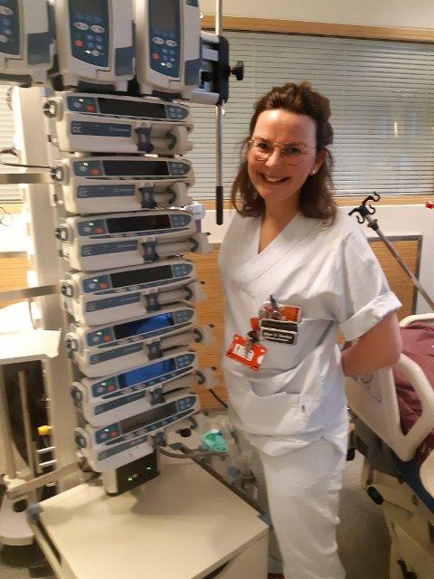 KLAR FOR Å BIDRA: Intensivsykepleier Gunn Rønning bytter ut Sykehuset Levanger med Bærum sykehus i noen dager for å bidra i en hardt presset situasjon.