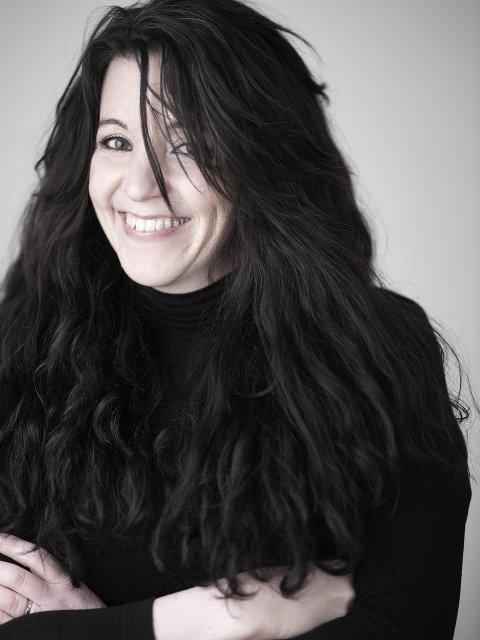 """NOMINERT: Manusforfatter Julie Skaufel fra Steinkjer er stolt over at """"Hjem til jul"""" sesong 2 er nominert til Gullruten."""