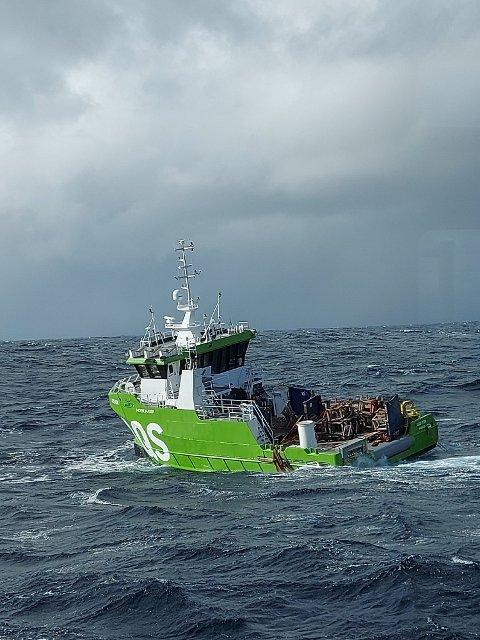 I DRIFT: Denne nye båten til AQS fra Flatanger falt overbord fra havaristen og er i frift i Nordsjøen.  Nå tror Moen Marin at båten kan berges.