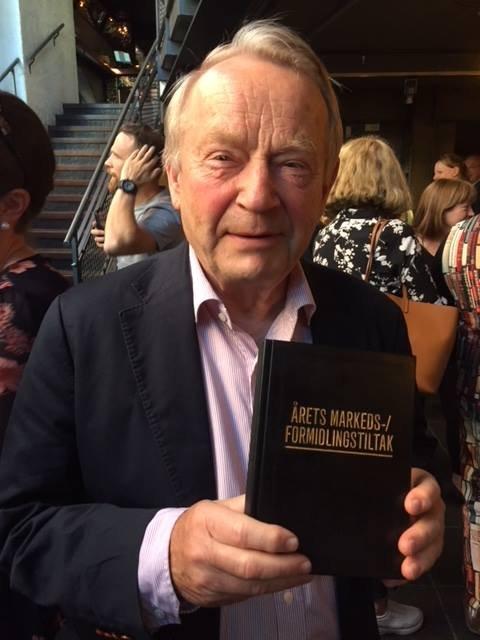 Helge Baardseth tok imot prisen på vegne av Bokbyen.