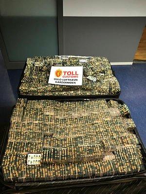 Tollere på Oslo lufthavn gjorde tirsdag 4. juni 2019 det største tollbeslaget av tramadol noensinne i Norge. Da tollerne åpnet de fire koffertene til to svenske flypassasjerer, avdekket de nær 184.000 piller.