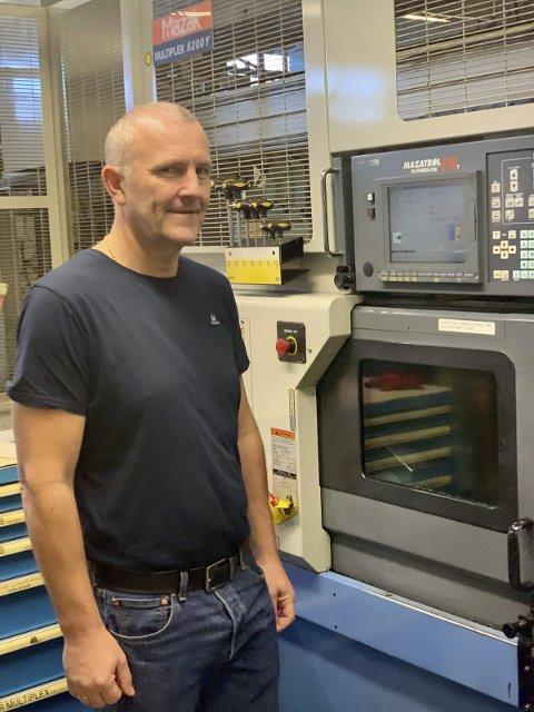 Ny på jobben: Denne uka møtte Olav Henning Bråten fra Gjerstad opp på sin nye arbeidsplass, Tore 0Olsen på Songe. Her skal han jobbe som produksjonsleder.