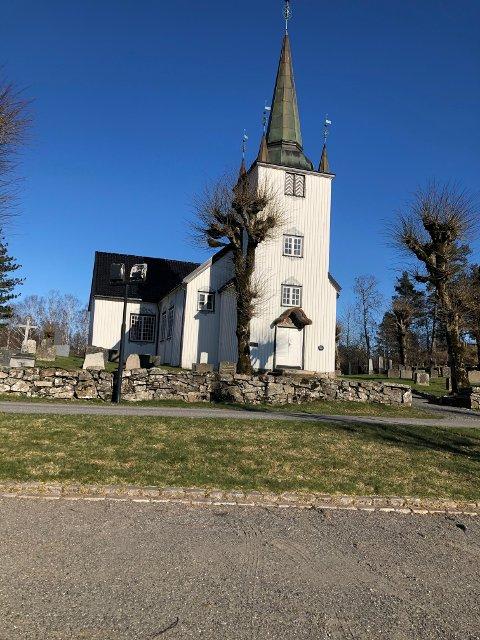 Flere personer som var tilstede på en konfirmasjonsgudstjeneste i Austre Moland kirke 13. september har fått påvist korona-smitte.