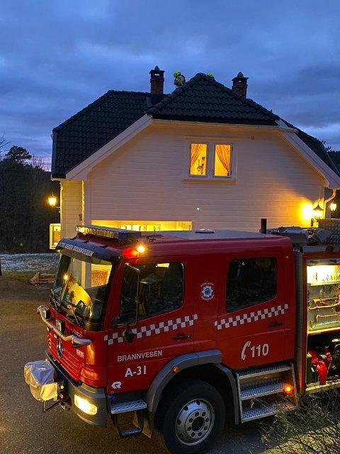 Østre Agder brannvesen avd. Tvedestrand rykket ut med et vaktlag til Rørkil.