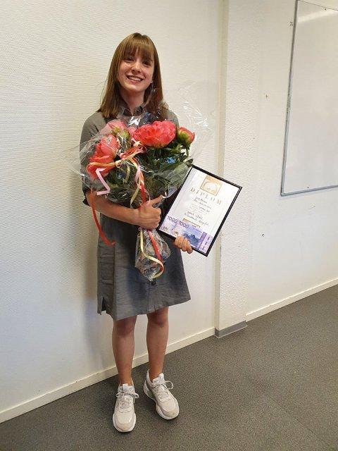 Stolt: Sara Aaland (15), kan stolt gå ut av ungdomsskolen med et ærefullt diplom i hånda.