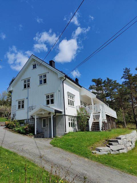 Eneboligen: Dette huset i Myra på Vegårshei skal selges.