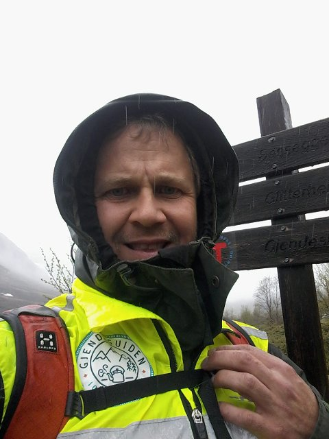 Dårlig vær: – I utgangspunktet går vi de dagene det er dårlig vær siden det erfaringsmessig er da folk har mest behov for litt ekstra motivasjon og hjelp, sier Ørjan Venås i Besseggen-patruljen.