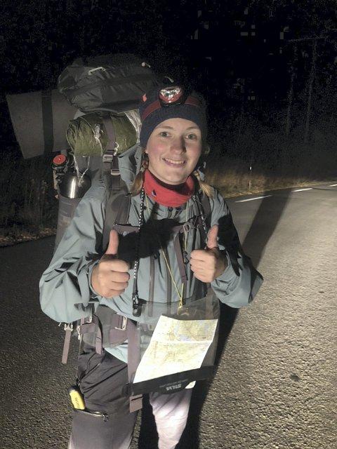 Ut på tur: Ingrid Tveita fra Fitjar på tur de siste kilometerne inn til Valdres folkehøgskole på Leira.