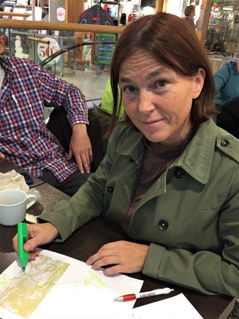 """Saksøkt: Tone Brekke er en av grunneierne som nå saksøkes av seksten hytteeiere på Nordfjellstølen, som vil ha vinterveg til sine hytter. Hun motsetter seg kravet, ettersom vegen vil gå på bekostning av en hovedåre i Valdres' løypenett, """"Valdresløypa"""", sin trase mellom Bjørgovarden og Tonsåsen."""