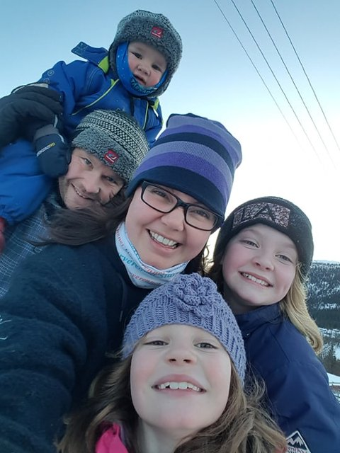 Hektisk: Familien Nicolaysen Bergsbakken har en utfordrende logistikk, for å få hverdagen til å gå opp.