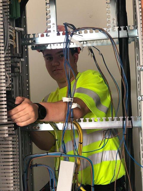 -Henrik Bjeglerud fra Dokka er også på jobb for å sikre strømforsyningen.Foto:Statens Vegvesen