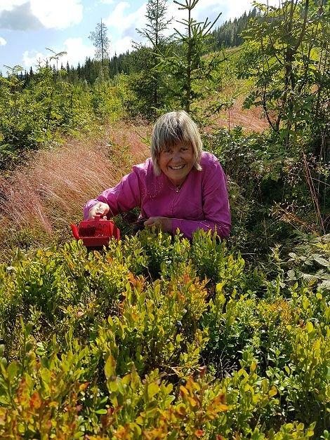 Kirsten Greaker Heimestøl setter stor pris på blåbær.