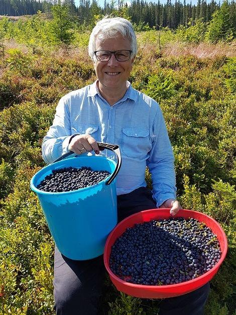 Kjell Halvard Flø fra Halden var med på blåbærtur.