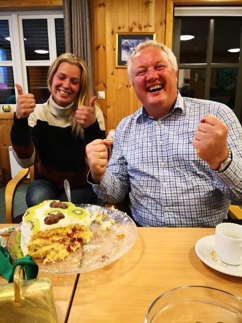 Jubel: Den komande ordføraren Odd Erik Holden kunne juble med kake på Moatunet. Her med Kristin Krogvold Fystro ved sidan av seg. Ho var nummer to på vallista.