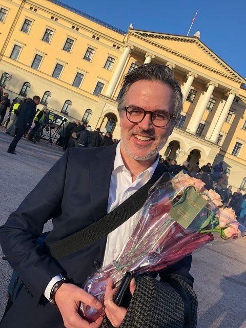 Knut Aastad Bråten foran slottet i dag.