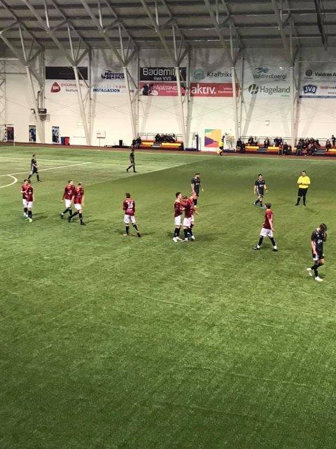 Valdresseier: Gutta koste seg på banen i kampen mot Årdal, der de vant 3-1.
