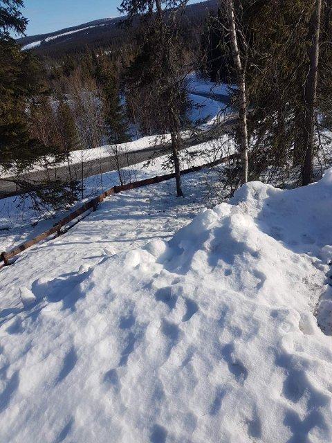 GJERDE PÅ GRENSA: Hytta til Thomas Flekstad ligger noen meter inn i Nord-Aurdal, mens han sjøl bor i Røn. Dermed kan han ikke tilbringe påska der, i følge bestemmelsene fra myndighetene.