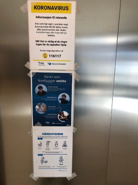 Gode råd: Plakater henger mange steder inne på VLMS på Fagernes.