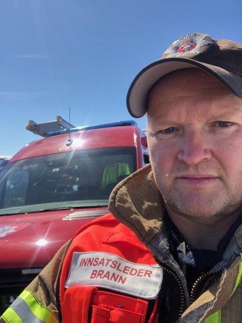 INNSATSLEDER: Knut Erik Ringeni Valdres brann- og redningstjeneste IKS kommer med en oppfordring om å ta bry seg om hverandre. På land og i vann.