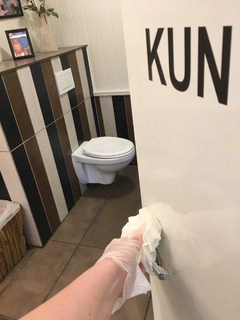 Offentlige toaletter: Toalettet ved YX i Ryfoss ble vasket hvert kvarter under pinsetrafikken i går. Dette for å hindre smitte. (foto: privat)