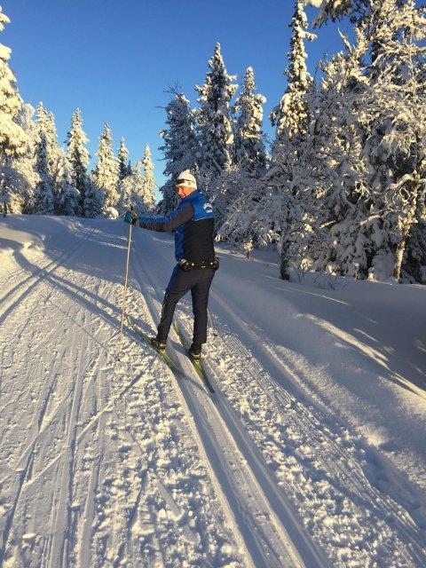 TID TIL IKKE'NO: En god kombinasjon av skiturer og tid til å gjøre ikke'no er en perfekt påske for leder Per Ole Thorsen i Hakadal Idrettslag.