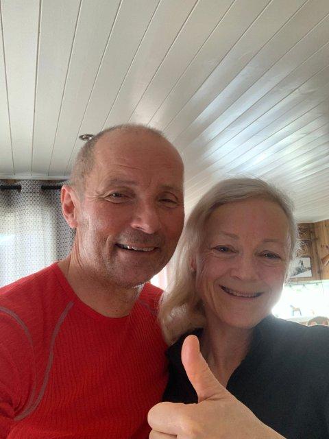 Høyt oppe: Rikke Lill og Rolf Arne Holund feiret sønnens gulløp fra familiehytta på Sjusjøen. De angrer ikke et skund på alle pengene de investerte i sønnens da han slet i de første seniorårene.
