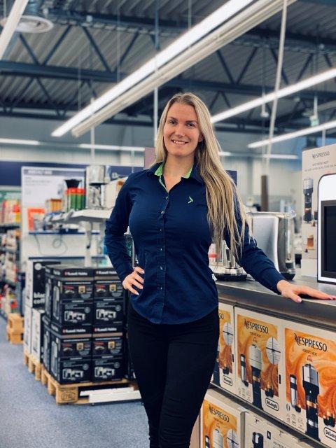 STOR INTERESSE: Varehussjef ved nye Elkjøp i Vestby, Linda Karlsson, er glad for stor interesse for stillingene de har lyst ut ved varehuset.