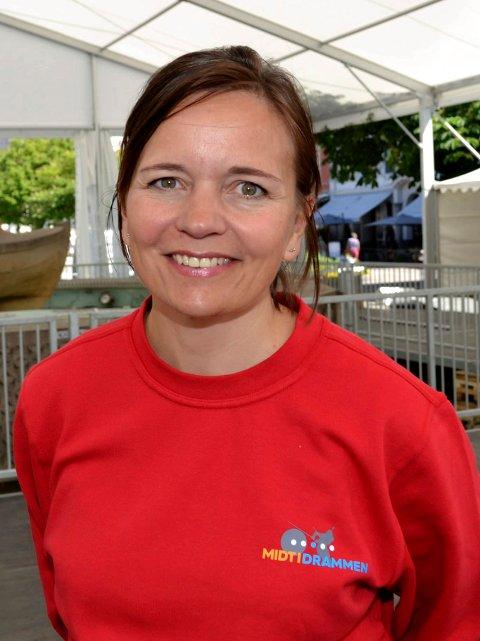 Festivalsjef Louise Winness Prestgard håper de får spille musikk på Torget til serveringen er slutt. Slik det nå ser ut blir det stille fra klokken tolv.