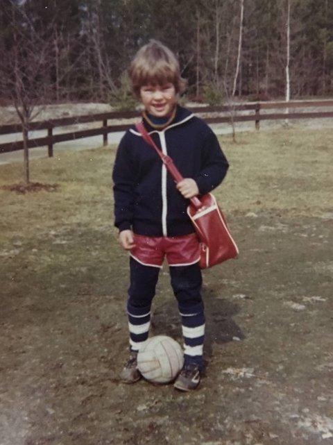 LENGE SIDEN: Vegard Hansen, MIF-treneren, som 5-åring i 1975. Samme år som Brann sist slo de brune i Mjøndalen.