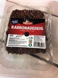 Oslo Karbonadedeig Nordfjord 400 g, 5% fett, med siste forbruksdag 26.04.2021.   Karbonadedeig Prima, 400 g, 5% fett, med siste forbruksdag 26.04.2021.  Produktene er merket med EFTA 142. Årsaken er at det er mistanke om salmonella i råvare av norsk storfekjøtt. Nordfjord Kjøtt AS tilbakekaller karbonadedeig som kan inneholde råstoff fra dette partiet. Produktene kan være kjøpt i alle Rema 1000 butikker, utenom.  Troms og Finnmark, Oslo, Viken, Innlandet og Vestfold og Telemark fylke. Det aktuelle partiet har nummer 142 i oval-merket, og er altså IKKE distribuert på Østlandet eller i Troms og Finnmark. Foto: NORDFJORDKJØTT / NTB