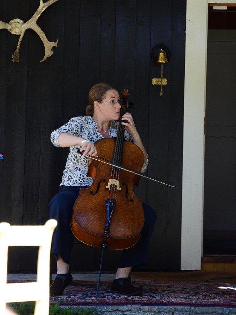 Innlevelse: Louisa Tuck fra England levde seg inn i den kraftfulle musikken hun spilte på sin cello.