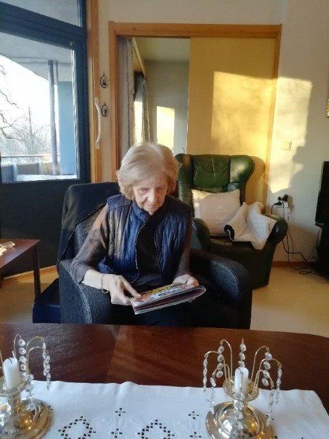 Ingeborg Bruland fotografert av Gerd marken sist hun var på besøk før kornosmitte stengte alle dører til norsk sykehjem.