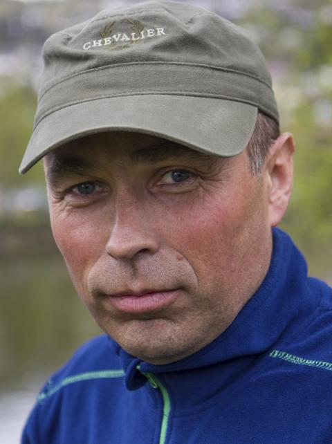 FELLINGSLEIAR: Stein Mortensbakke er fellingsleiar for ulven «Lucky», som har herja i Hyllestad, Høyanger og Fjaler dei siste par åra.