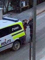 POLITIAKSJON: Politiet rykket mannsterkt ut under politiaksjonen i Oftebro i ettermiddag.